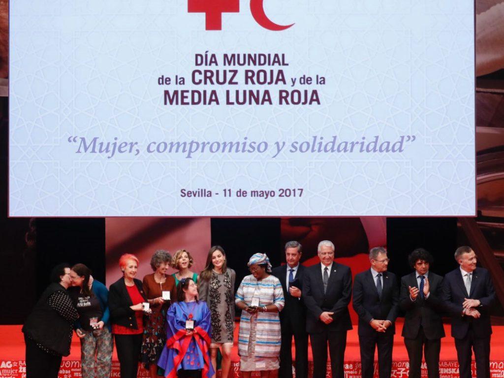 Cruz Roja Española distingue con su medalla de oro a Rafael del Río, ex presidente de Cáritas Española