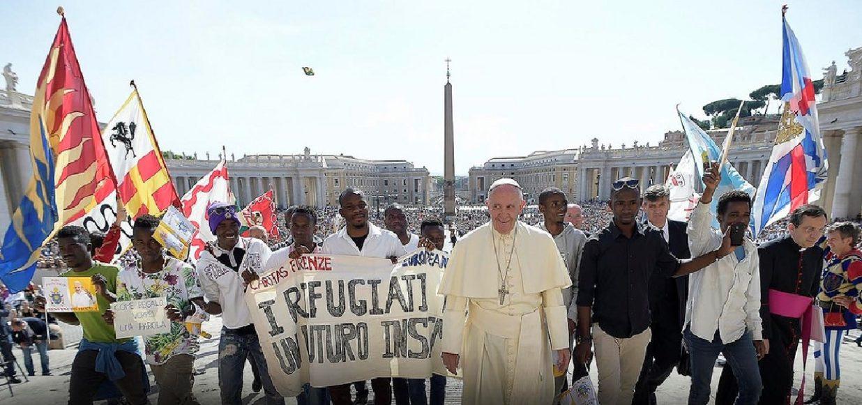 Papa y emigrantes