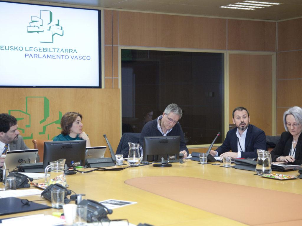 Cáritas Euskadi presenta en el Parlamento Vasco su reflexión sobre la reforma de la Renta de Garantía de Ingresos
