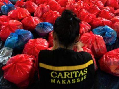 Cáritas aporta 200.000 euros a los damnificados del tsunami en Indonesia y del tifón en Filipinas.