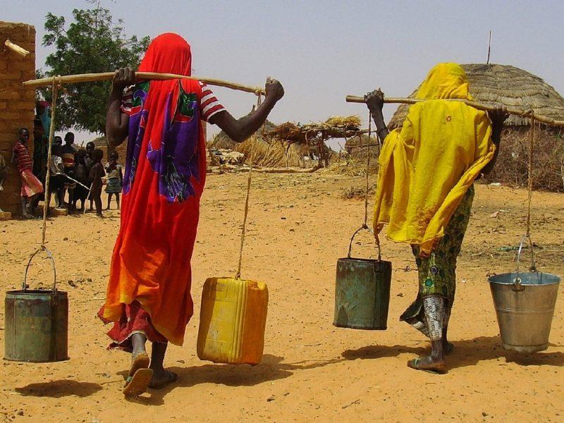 Día mundial del Agua: Abrir un grifo y obtener agua potable, un gesto imposible para 2.100 millones de personas.