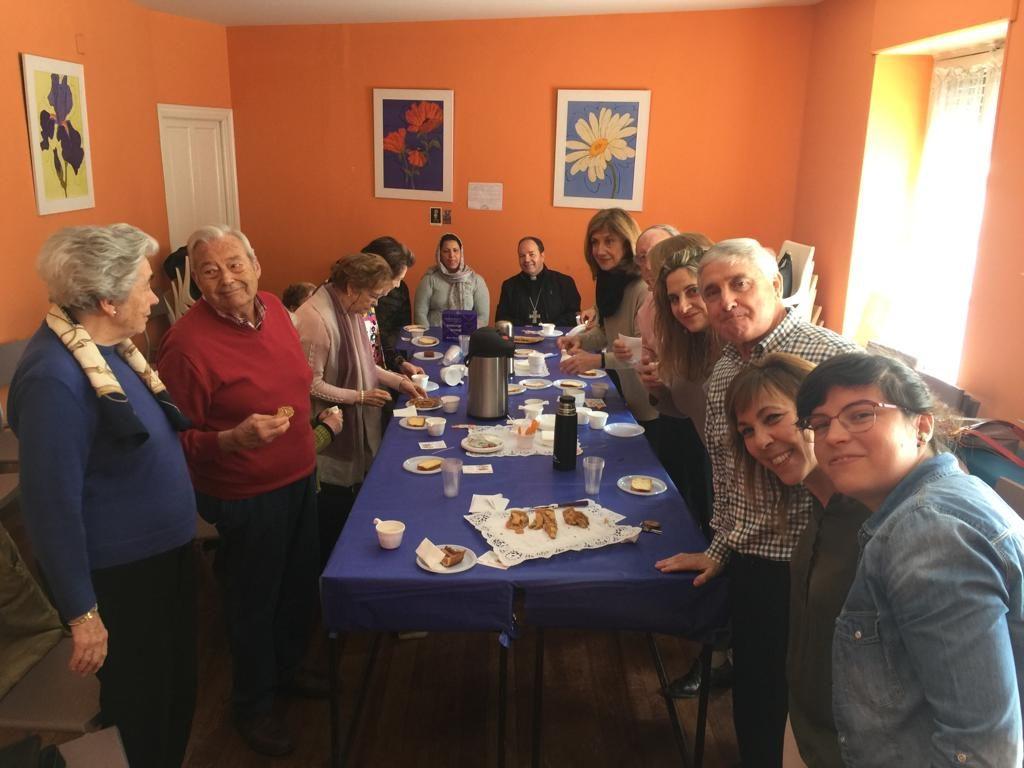 Encuentro entre el señor Obispo D. Juan Carlos Elizalde y voluntarios de Cáritas del Arciprestazgo zona Centro