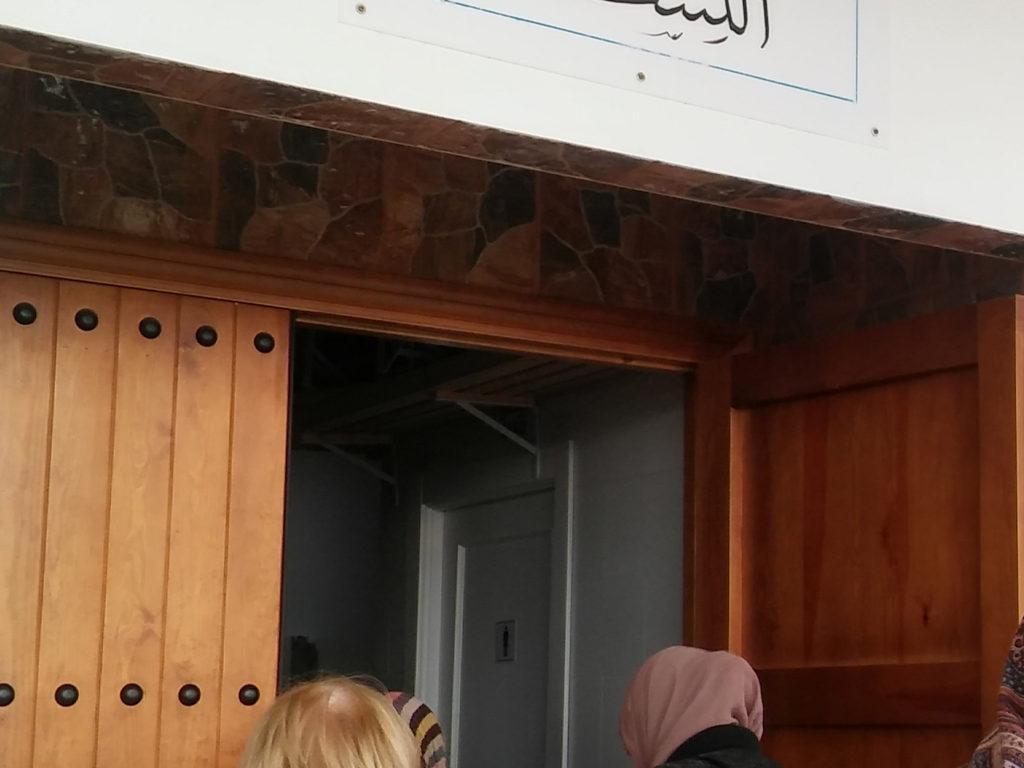 La Escuela de Formación para mujeres, invitada a la Mezquita de Zabalgana.