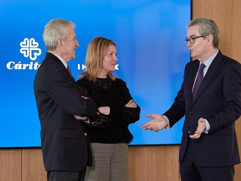 Renovación del acuerdo entre Inditex y Cáritas Española por tres años.