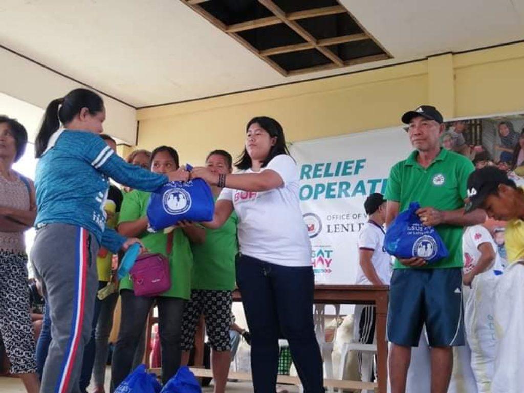 La red Cáritas en Filipinas auxilia a los desplazados por la erupción del volcán Taal.
