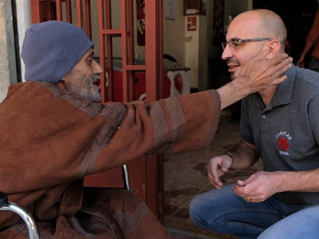 Jornada Mundial de los Pobres: Francisco invita a «tender la mano al pobre»