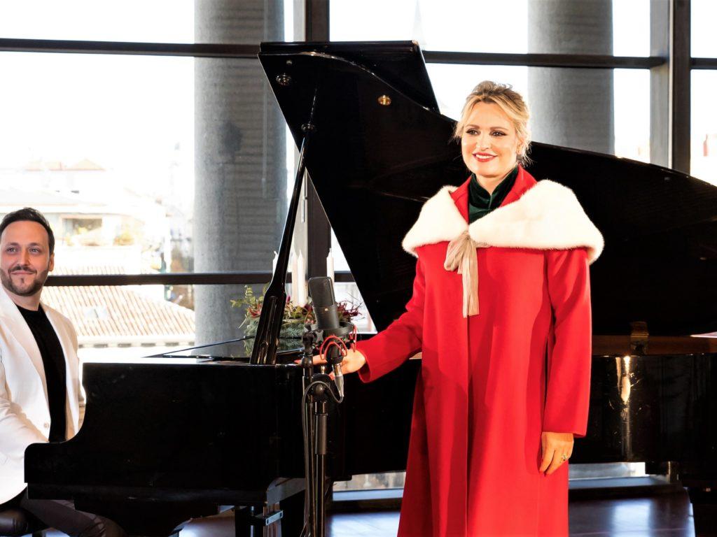 La soprano Ainhoa Arteta apoya con su voz la Campaña de Navidad de Cáritas «Más cerca que nunca»