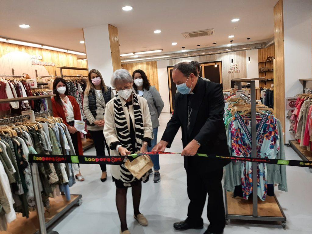 Cáritas y Koopera abren su cuarta tienda Koopera Store en Vitoria-Gasteiz, en su apuesta por crear empleo de inclusión y una sociedad más sostenible.